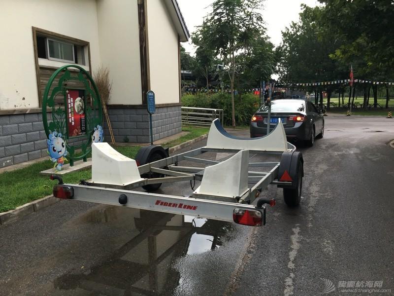 这个拖车不错适合没泊位的朋友  拿去不谢! 012109q0e07cer44jtdark.jpg