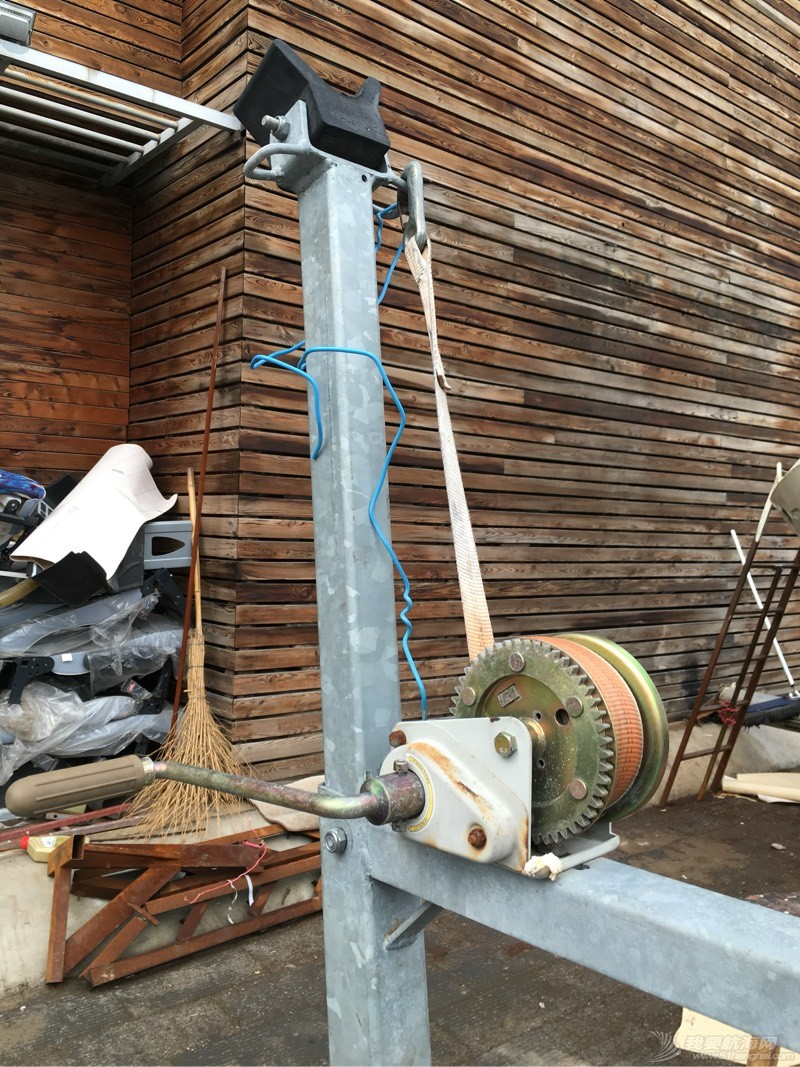 这个拖车不错适合没泊位的朋友  拿去不谢! 012110aafri997wtbf2fcc.jpg