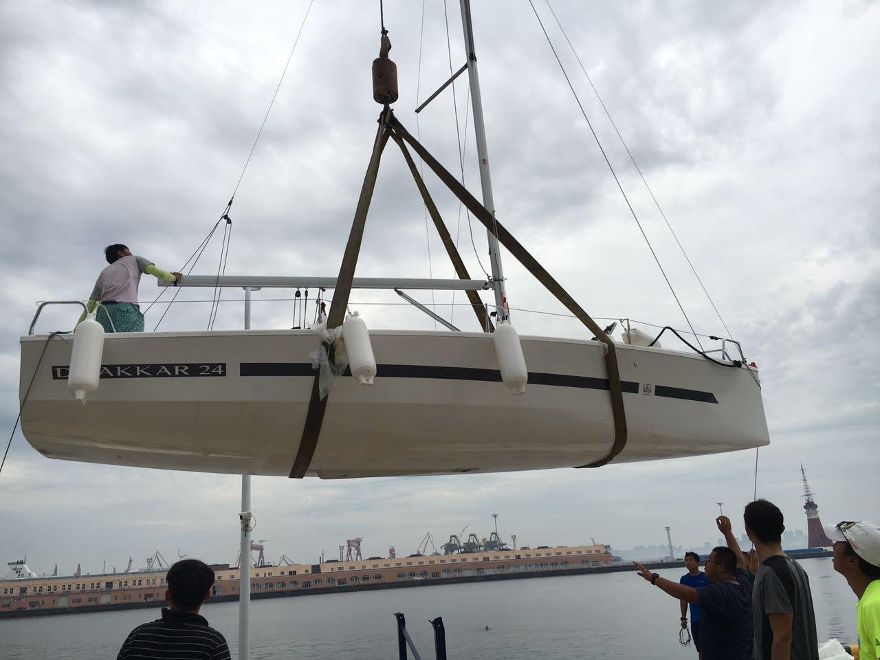 地下水,帆船,游泳 八条DUFOUR-达卡24尺帆船全部成功落地下水! 4.jpg