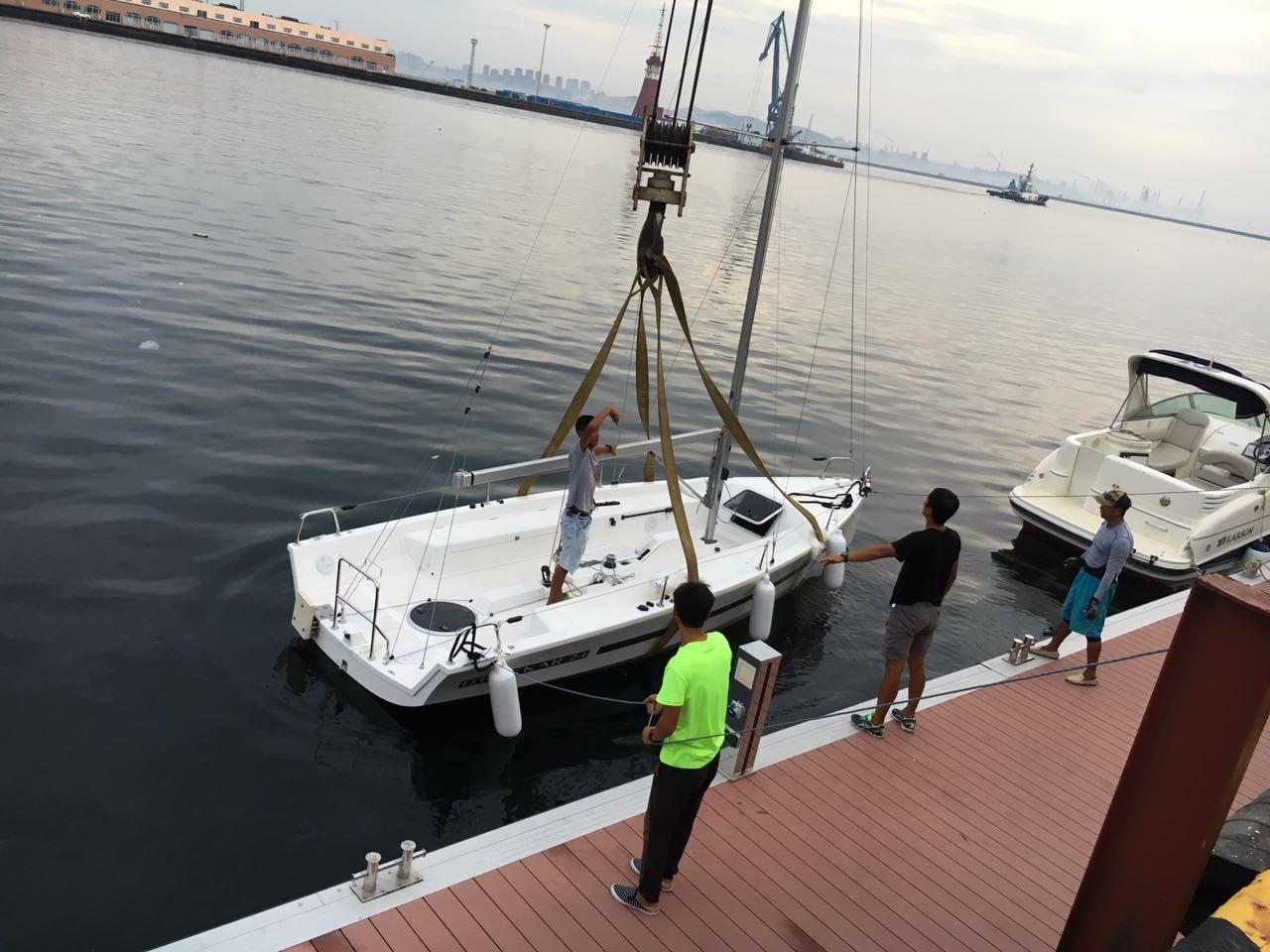 地下水,帆船,游泳 八条DUFOUR-达卡24尺帆船全部成功落地下水! 6.jpg