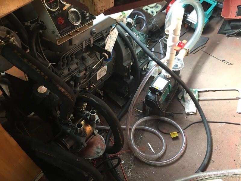 轮机舱各种管线麻应的狠! 000140vxhnta8p0u4dhahg.jpg