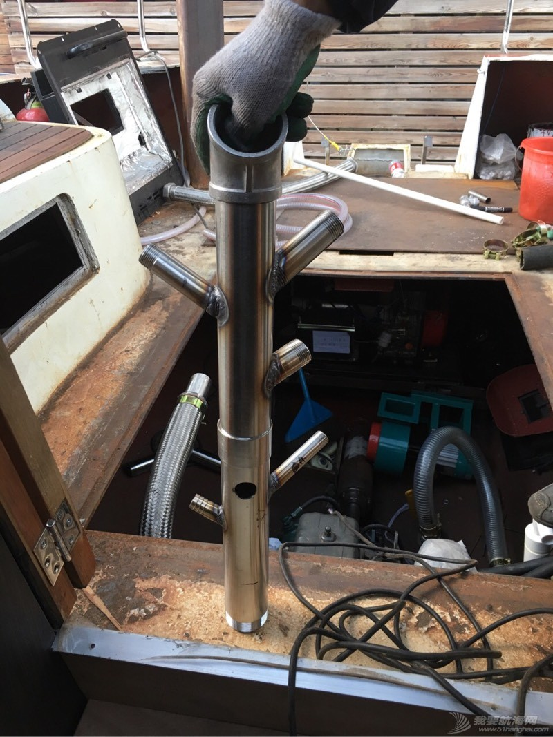 轮机舱各种管线麻应的狠! 000141q3e5z6nese60207u.jpg