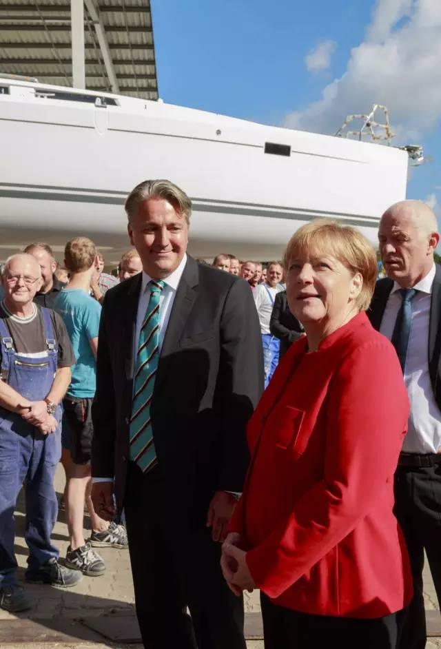 德国总理默克尔参观汉斯帆船工厂 f14b60895e0f8b4019ac4db33fbde5f8.jpg