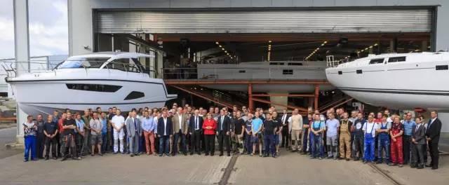 德国总理默克尔参观汉斯帆船工厂 2ba0a2f2510b455cdf87b29212d64013.jpg