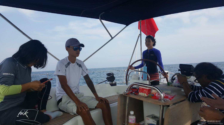人生第一次长航-参加我要去航海-千航帆船队-环渤海拉力赛 午饭后小汤也从晕船中缓过来开始掌舵了