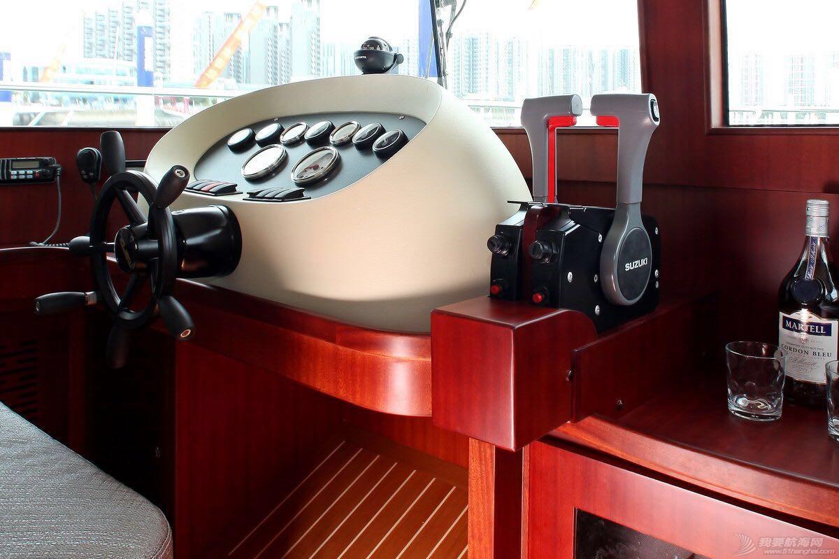 希仕德莱38尺双体游艇 驾驶台