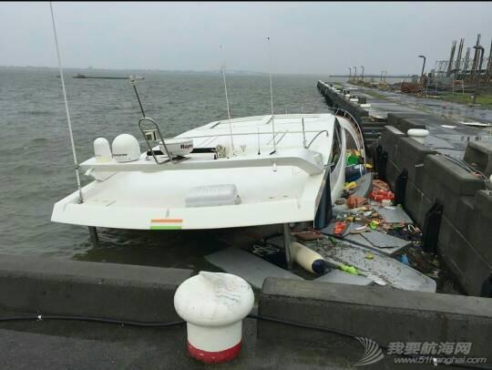 """""""鲇鱼""""给台湾的游艇带来很大的破坏。 181405v0gaiuoi333agiaa.jpg"""