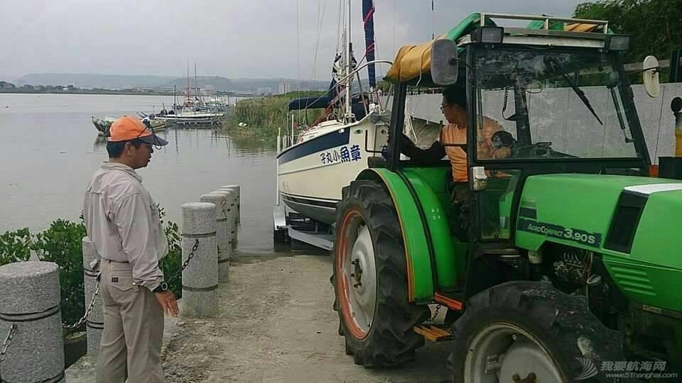 游艇码头可用拖拉机和拖架上岸 123546e3cvgbxxh5xgvexg.jpg