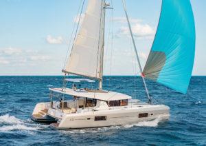 2017年最佳游艇提名 Lagoon-42-spin-300x212-1-1-1-1-1.jpg