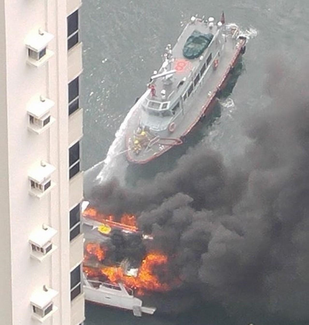 有限公司,起火原因,救护车,消防员,避风塘 香港筲箕湾又一18米游艇起火焚毁|游艇消防不可不查 99dbee32c208de8d3765d228e21167b7.jpg