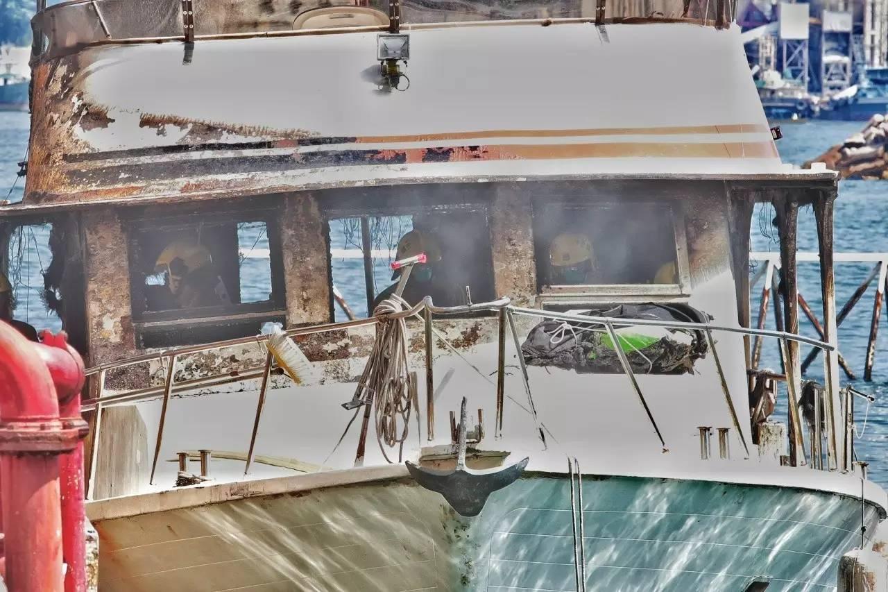 有限公司,起火原因,救护车,消防员,避风塘 香港筲箕湾又一18米游艇起火焚毁|游艇消防不可不查 f0d2a92d7ecf9d9a19a39fd19b27c16f.jpg