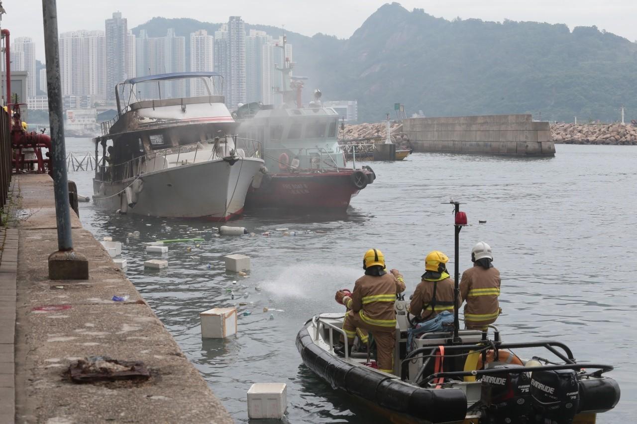 有限公司,起火原因,救护车,消防员,避风塘 香港筲箕湾又一18米游艇起火焚毁|游艇消防不可不查 48d5b8e7c0a854b33049e98cb7520fa7.jpg