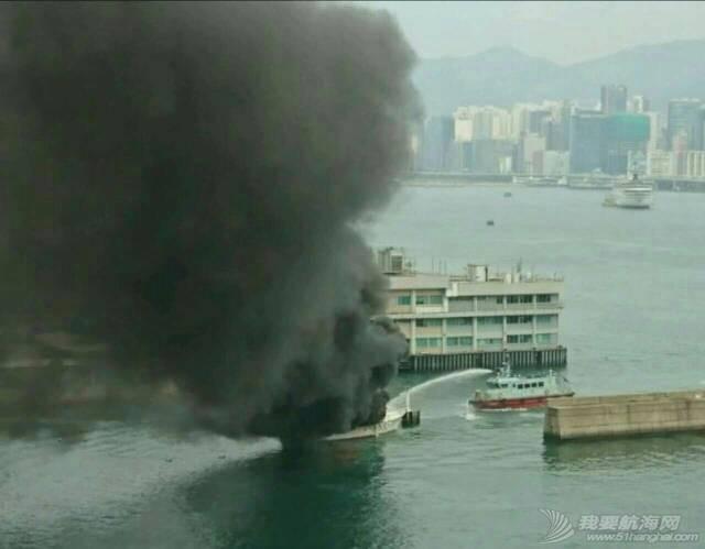 香港筲箕湾游艇着火焚毁 000712e62touduj9g6tk2g.jpg