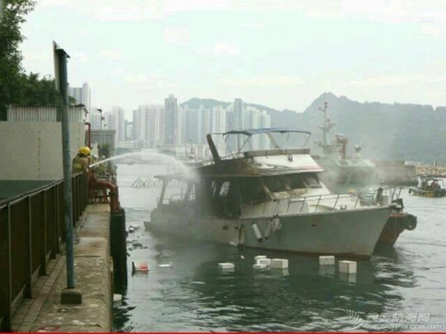 香港筲箕湾游艇着火焚毁 000712ozempgquoq88qeqf.jpg
