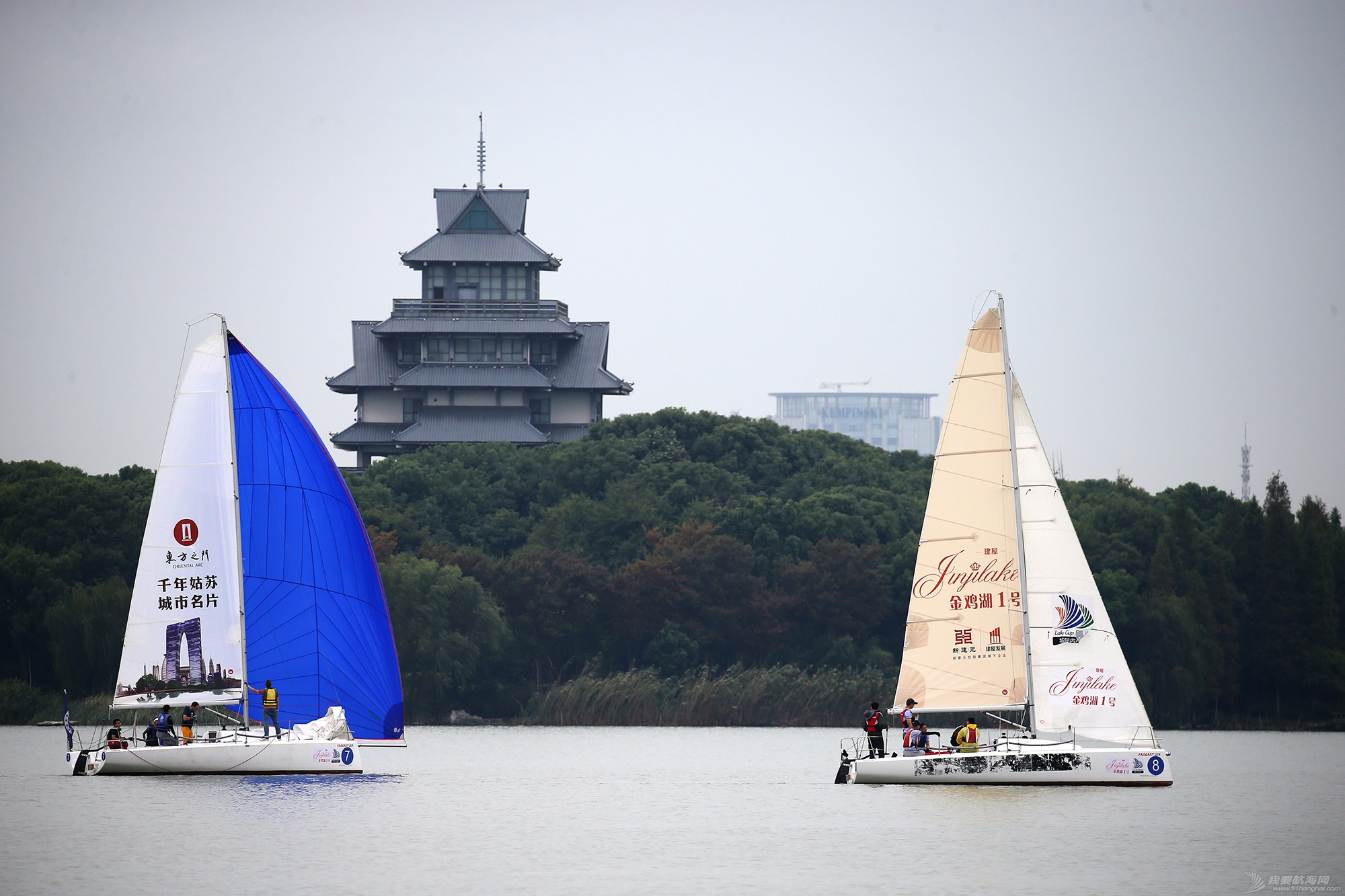 帆船,空间 帆船是灰度空间里跳动的彩色音符 E78W7870.JPG