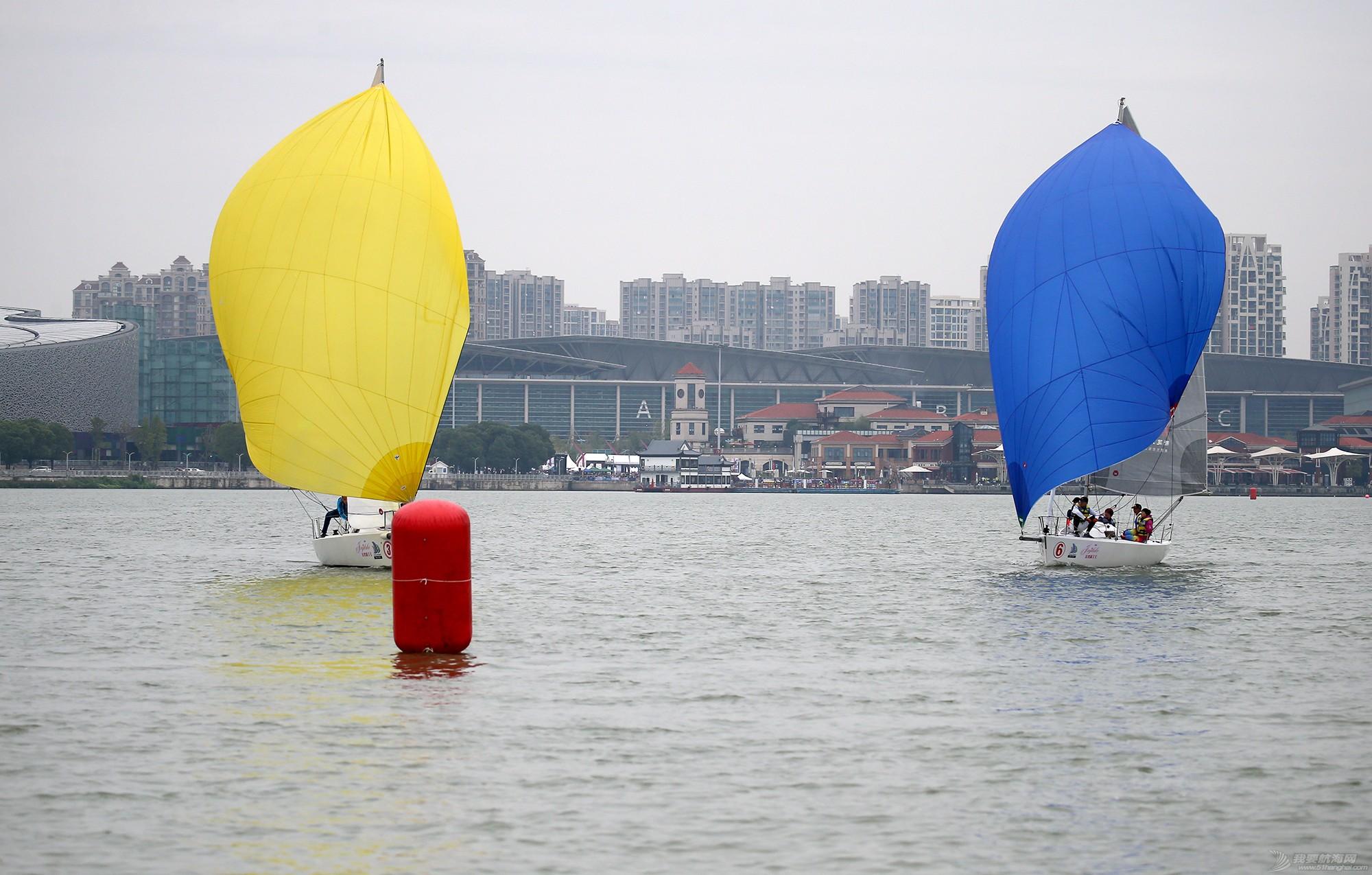 帆船,空间 帆船是灰度空间里跳动的彩色音符 E78W9191.JPG