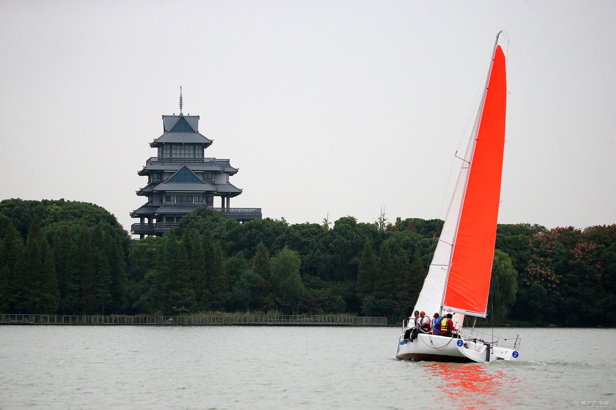 帆船,空间 帆船是灰度空间里跳动的彩色音符 E78W9281.JPG