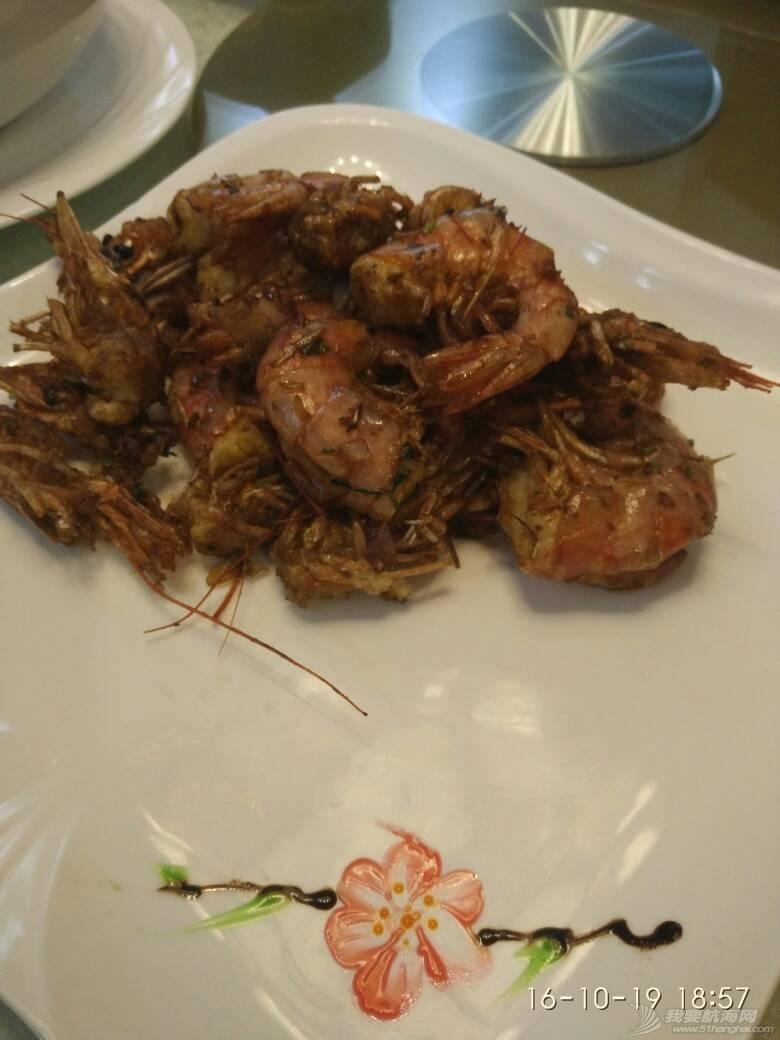 广州小洲艺术村客家围里的马尔代夫金枪鱼和阿根廷红虾做出大厨水准。 190724nv873zzjyz5ncjhf.jpg