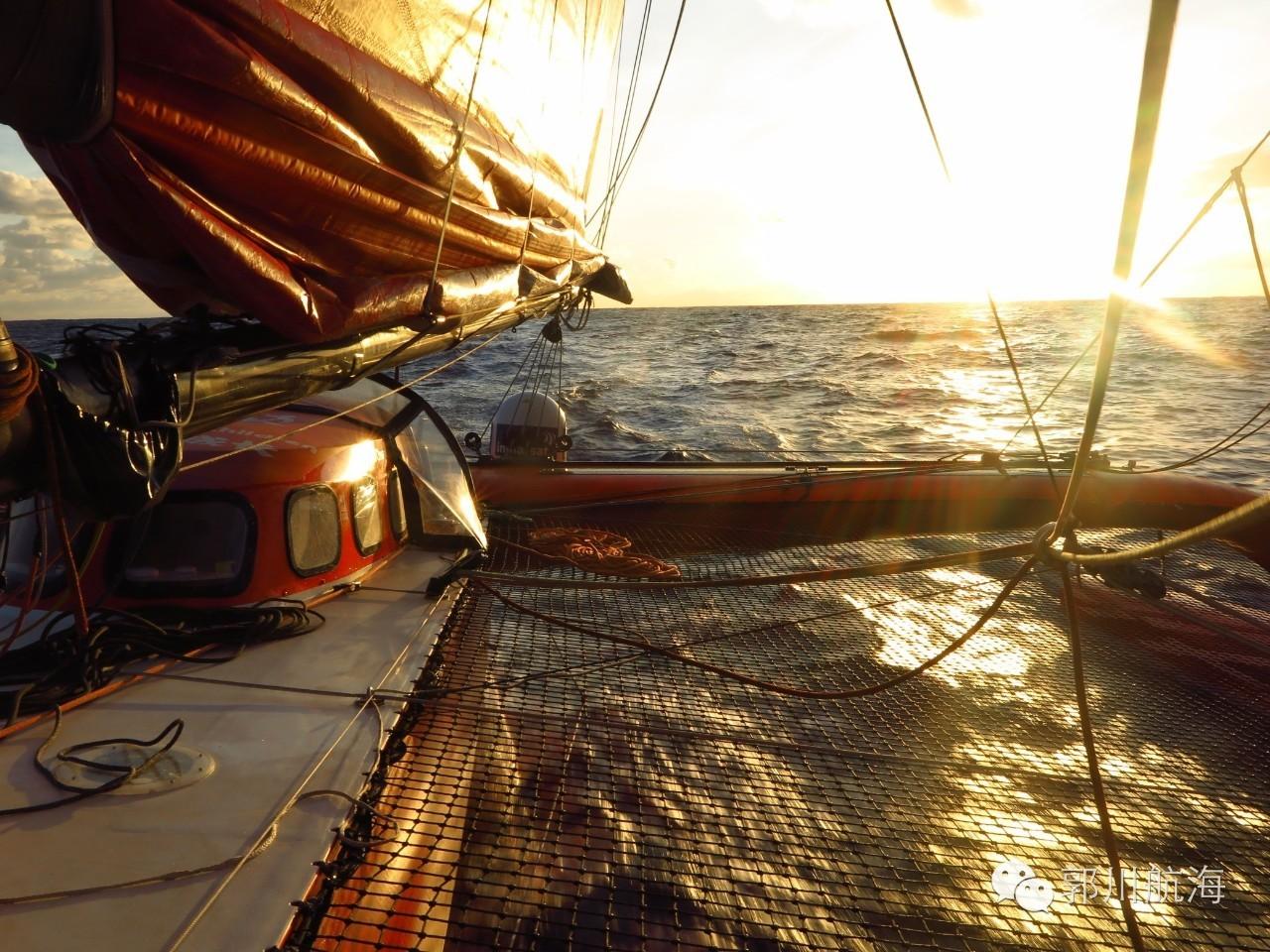 【航海日志·10月24日】还好没撞到鲸鱼 4c0c36c1d69011d983a72074c970d167.jpg