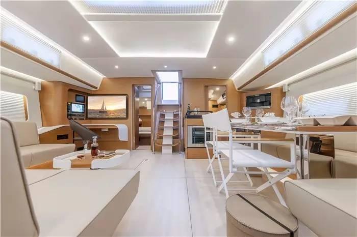 设计公司,碳纤维,日光浴,最大的,制造商 不断被模仿,无法被超越--德国汉斯帆船最新船型:Hanse 675 af550f38943c31b0d3a6fcd898ac6131.jpg