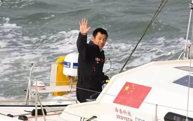 他辞掉国企高管,为梦想漂泊海洋,如今51岁的郭川失联了,我们依然等他 719b623f684f059063bfc83f2db24ee0.jpg