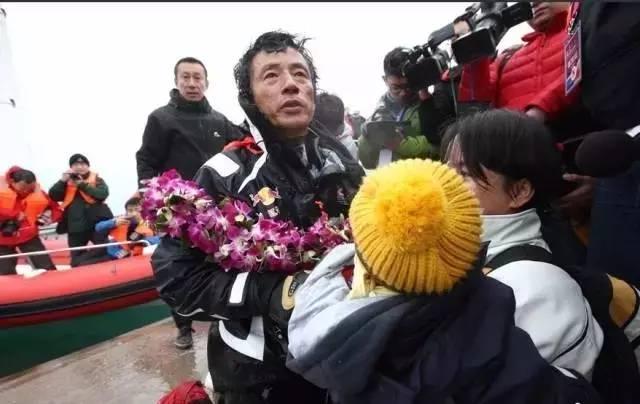他辞掉国企高管,为梦想漂泊海洋,如今51岁的郭川失联了,我们依然等他 f42d7b3cd96d51fbcd94569f64d14f59.jpg