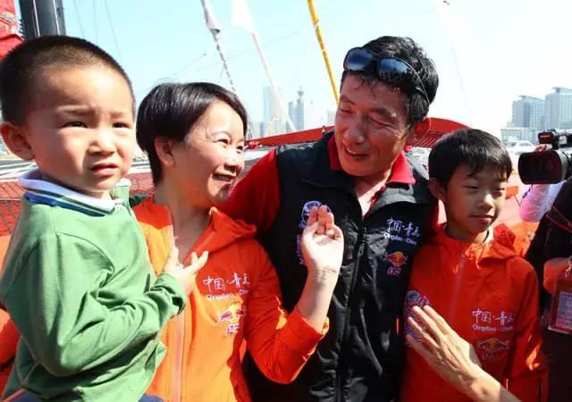 他仍然在大海上飞翔——新华社记者眼中的郭川 66fe4e1becc24fec76822c43f092e36b.jpg