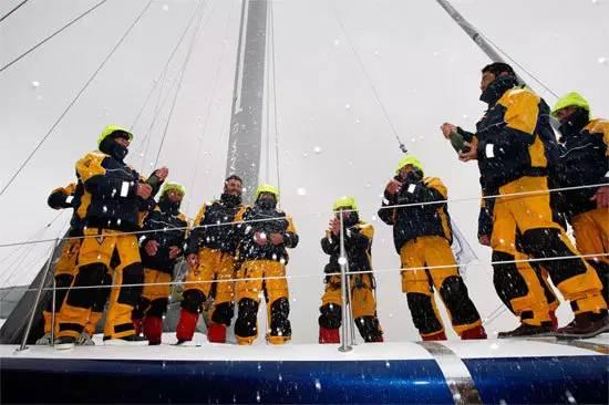 挑战极限的旺代单人环球帆船赛,终于出现了第一个亚洲人! 49b4d6d21890c07f655490152c1cfe0f.jpg