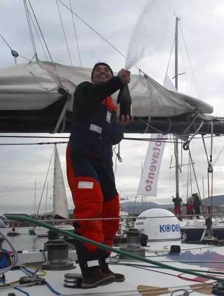 挑战极限的旺代单人环球帆船赛,终于出现了第一个亚洲人! ec1c8eec756e0f7047896e36931bdade.jpg