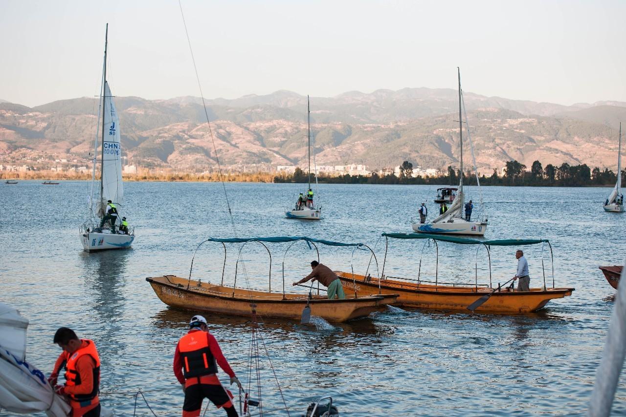 川西高原用帆船约你秋天去邛海撒个欢吧! 52ef04c621bcfdd23e14598e19bcb1a6.jpg