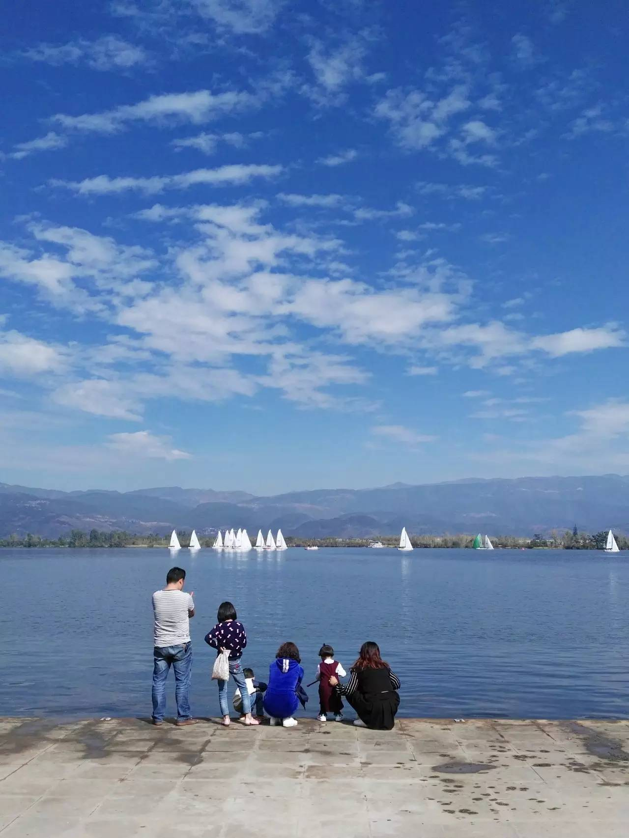 邛海帆船赛第二日比赛赛况 cdc16bb509e01703e1636c9a3759019a.jpg