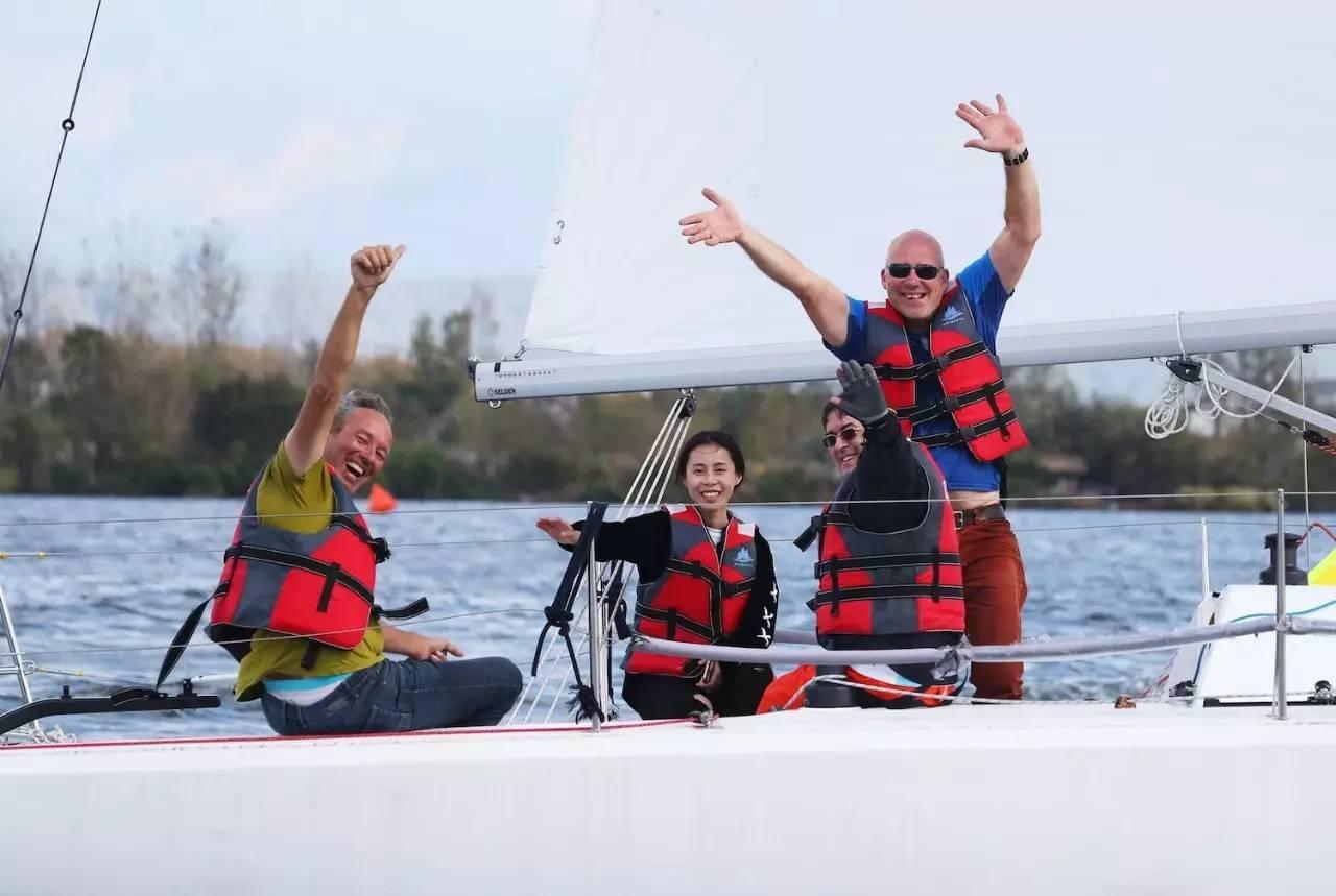 邛海帆船赛第三日:好风助力精彩纷呈 9b3125589d90020b3aa9e42da2372158.jpg