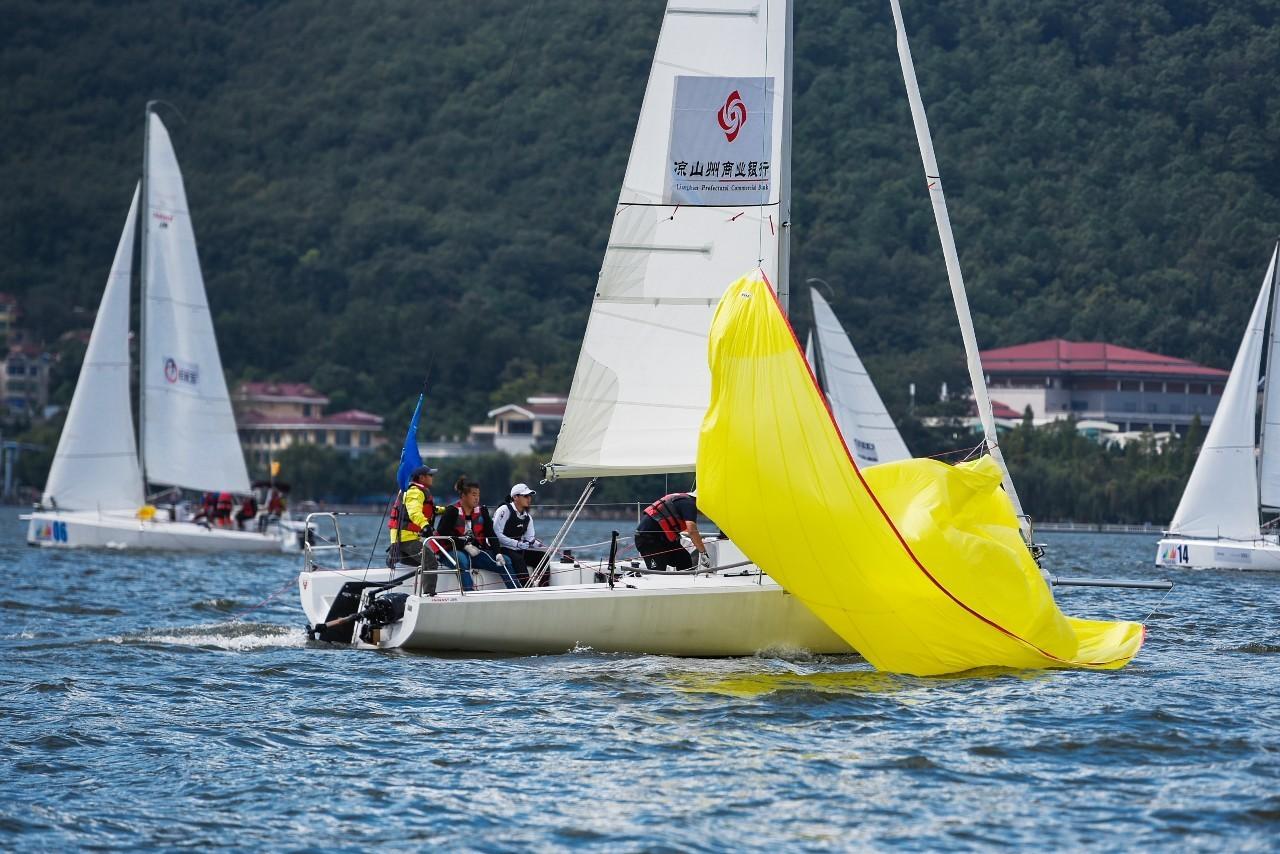 邛海帆船赛第三日:好风助力精彩纷呈 3909f6b1cfabb74cbc09153996dadb3e.jpg