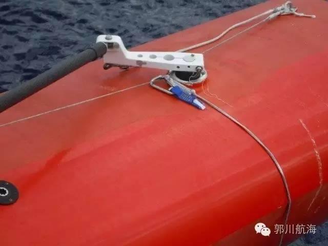 救援队登船发现新线索 落水时郭川穿着救生衣系着安全绳 e422f2665321e6e93797ad55eb20ccfc.jpg
