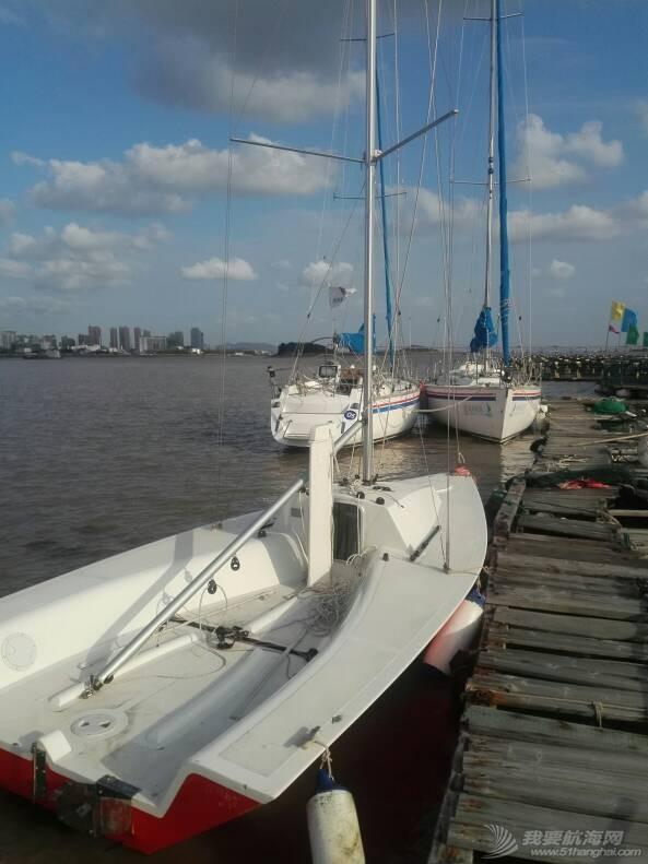 这个应该是帆船吧? 怎么没有桅杆和帆呢 212826q4jhgfjessp6gpgd.jpg