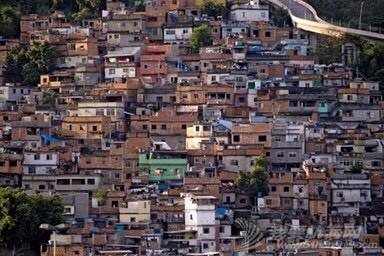 《海角孤舟》(5)法瓦拉(Favela):巴西贫民窟 225553x9yfq4q93kgbboub.jpg