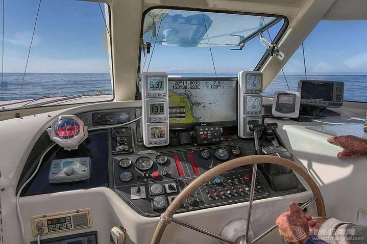 这种双体帆船适合远航吗? 184849z10zx7rx333brqa9.jpg