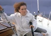 航越地平线(一对夫妻驾驶帆船度假的遇险)